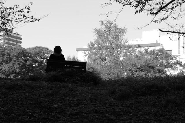 シングルマザーが実家を頼れない場合、貧困を脱出する方法は?