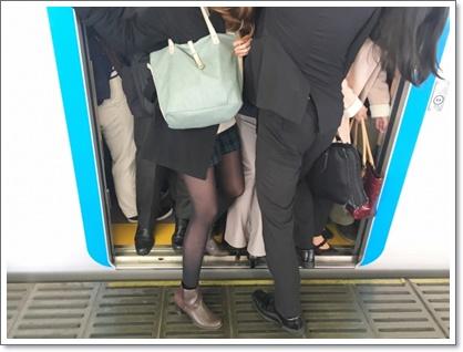 通勤時の満員電車