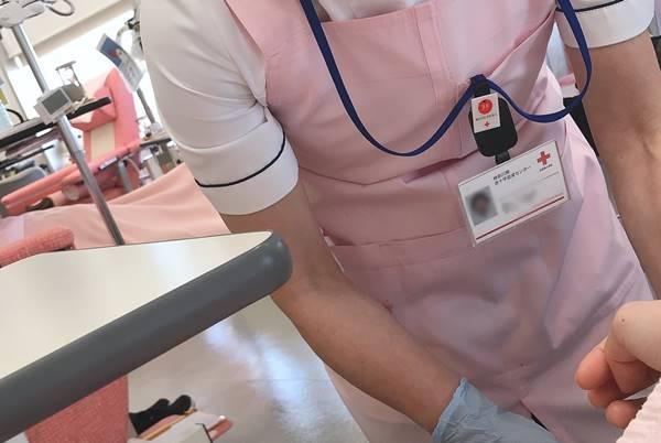 輸血の必要性。血液が不足したときは輸血で補います。輸血製剤は献血で得た血液からできます。
