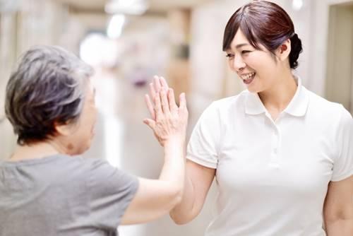 介護福祉士はシングルマザーにおすすめの国家資格です。利用者の心が軽くなるのは介護士冥利に尽きますよ