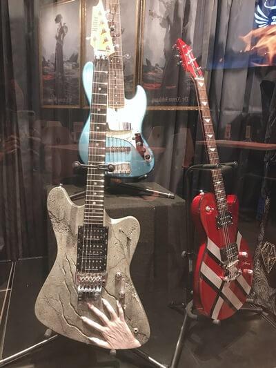 KOWAiiCAFEギター展示