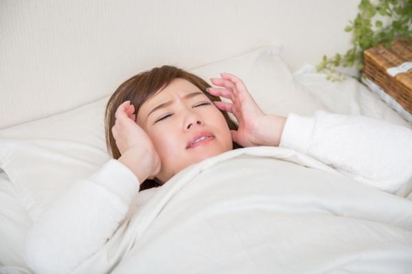 夜勤明けシンドイしダルいのに眠れない女性