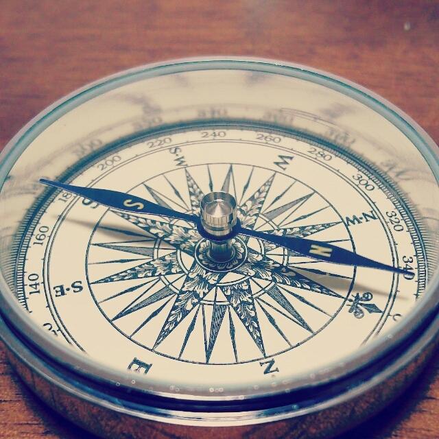 羅針盤(占いで幸運に導いてほしいというイメージ)